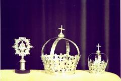 M.F. 007.01 Insignia y coronas originales